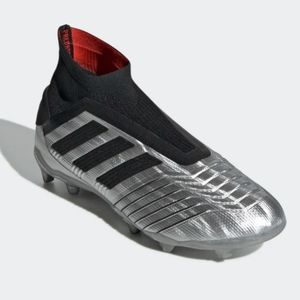 PREDATOR size 4 Laceless 19+ FIRM GROUND CLEATS